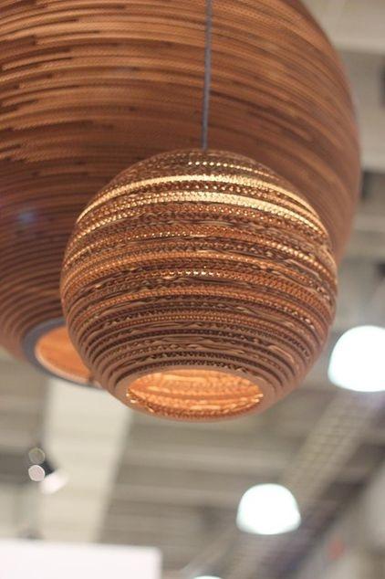 Duurzame lamp van golfkarton