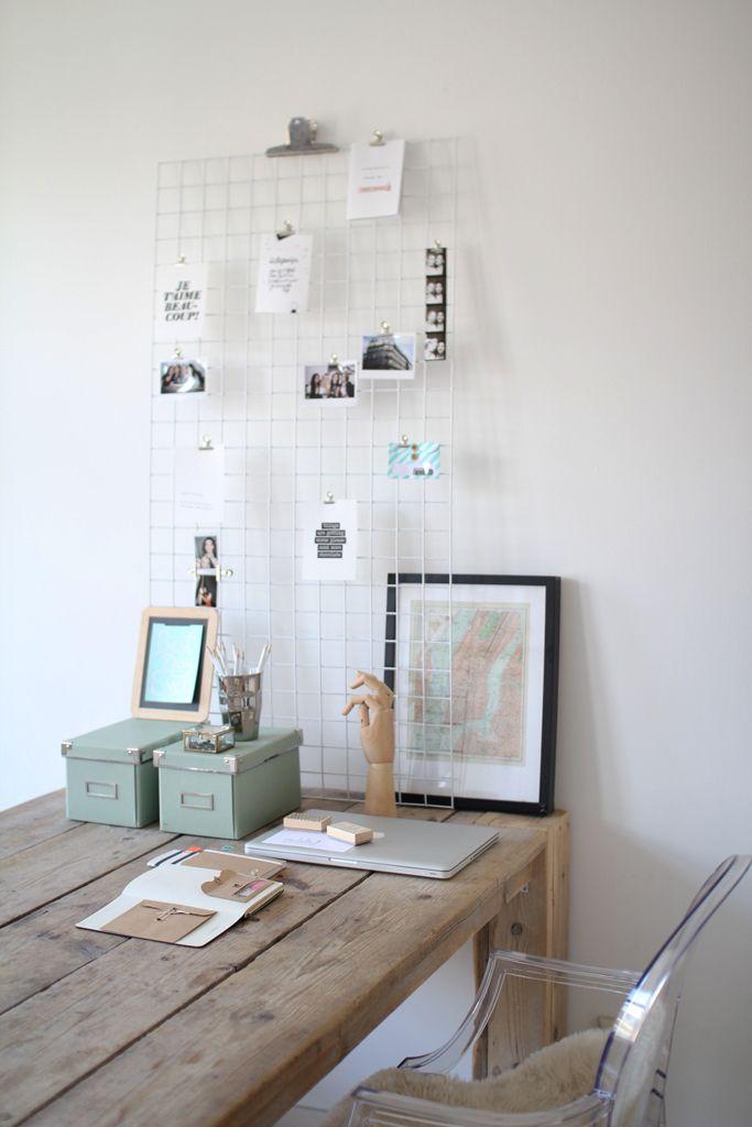 Creatieve thuiswerkplek met persoonlijke elementen