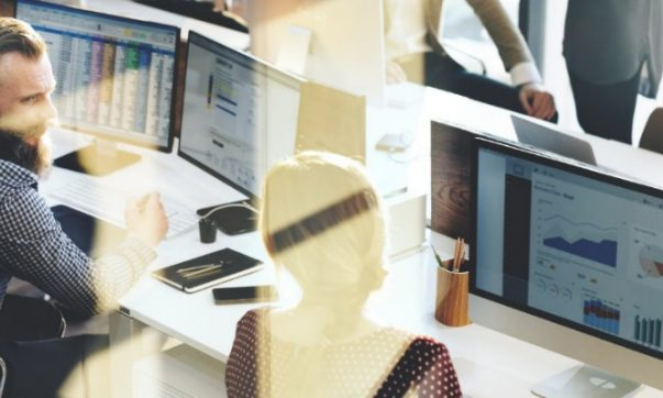 Het kantoorkompas h t online magazine voor kantoren - Decoreer zijn kantoor op het werk ...