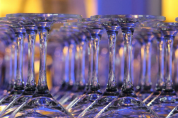 wijnglazen voor tijdens een bedrijfsborrel