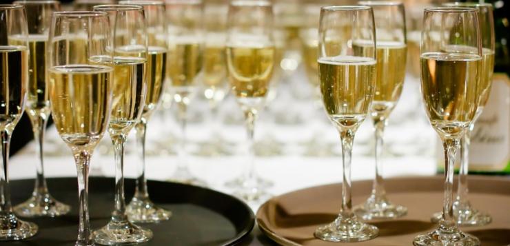 champagne die wordt weggegeven als cadeau aan personeel en zakenrelaties