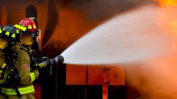 het blussen van een brand