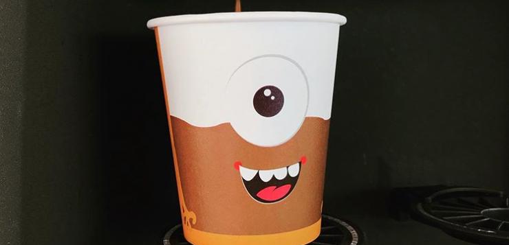 bedrukte koffiebekers