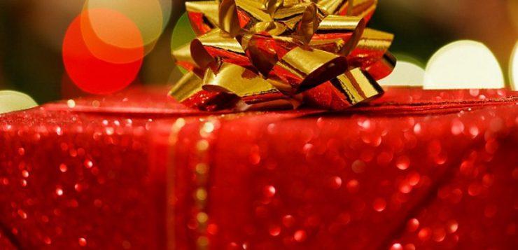 medewerkers bedanken met kerstgeschenken